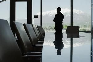 Doanh nghiệp và những chiếc ghế đầy quyền lực vắng chủ
