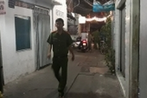 Căn nhà bốc cháy dữ dội sau tiếng nổ lớn, 1 người tử vong ở Sài Gòn