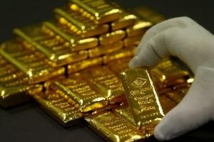 Giá vàng hôm nay (1/5) chạm đáy 6 tuần đồng USD mạnh lên và triển vọng hòa bình trên bán đảo Triều Tiên