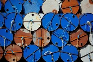 Giá dầu hôm nay (2/5) giảm mạnh do đồng bạc xanh duy trì gần đỉnh 4 tháng