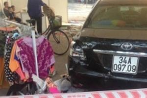 Hà Nội: Nam nhân viên rửa xe lùi ôtô 'bất cẩn' khiến 5 người trọng thương