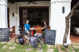 Cuộc 'phiêu lưu' khắp muôn nơi bằng xe đạp của chàng trai Pháp và cô gái Việt