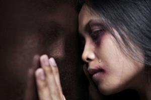Rủi ro kép của những nạn nhân bị bạo lực gia đình