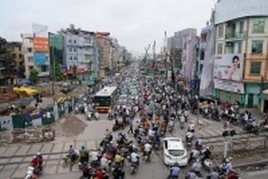 Hà Nội: Công trình chống ùn tắc lại gây 'tê liệt' giao thông