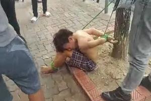 Tạm giữ 3 người trói thiếu niên đánh giày vào gốc cây