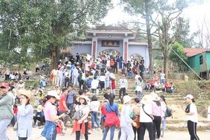 Hà Tĩnh: Du khách nô nức về khai hội chùa Hương Tích