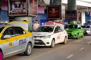 """Taxi công nghệ Việt có """"cân"""" được Grab?"""