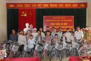 Hà Tĩnh: 20 chiếc xe đạp được trao cho học sinh nghèo