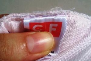 Cục Quản lý thị trường yêu cầu làm rõ vụ sản phẩm của Con Cưng có dấu hiệu cắt tem nhãn, gắn mác ngoại