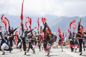 Sun World Fansipan Lengend: Làm du lịch từ gốc rễ Tây Bắc