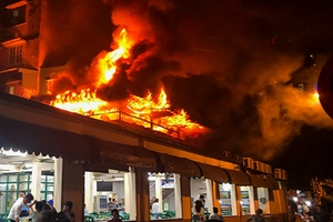 Cháy nhà hàng bia Hải Xồm, thực khách bỏ chạy tán loạn
