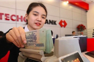 """Trong cuộc """"chạy đua"""" mới, ngân hàng nào đang dẫn đầu về lãi suất tiền gửi?"""