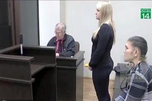 Bị bạn gái đâm 13 nhát, nam thanh niên si tình vẫn cầu hôn trước tòa