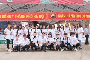 Thầy, trò Trường Cao đẳng Công nghệ Y Dược Việt Nam: Dự lễ tưởng niệm ngày viên tịch đại danh y Tuệ Tĩnh