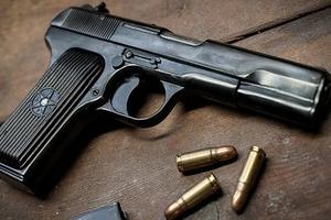 Chiếm đoạt súng của Phó trưởng Công an phường đem bán