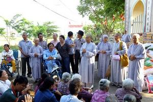 Thừa Thiên- Huế: Ban Từ thiện Xã hội thăm và tặng quà cho bà con nghèo