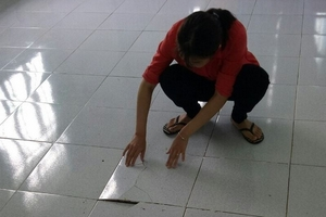 Xem nền bong, gạch vỡ ở trường Phú Mỹ