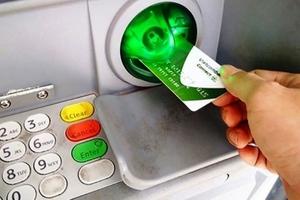 Vietcombank thu phí trên trời, tiền trong thẻ liên tục bốc hơi
