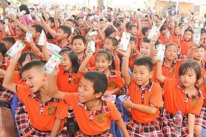 Qũy sữa Vươn cao Việt Nam và Vinamilk chung tay vì trẻ em Hưng Yên
