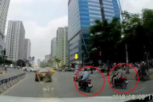 Hà Nội: Xôn xao clip dàn cảnh cướp tài sản ngay tại ngã tư đèn đỏ