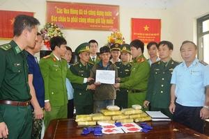 Bắt giữ đối tượng người Lào vận chuyển 60.000 viên ma túy vào Việt Nam