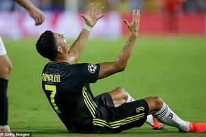 Ronaldo nhận thẻ đỏ, Juve vẫn có chiến thắng ở Champions League