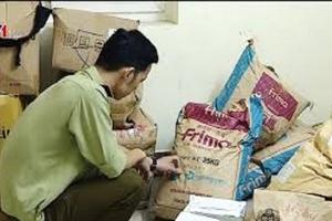 Thu giữ nhiều nguyên liệu trà sữa nhập lậu tại Hà Nội