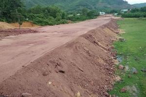 """UBND huyện Nông Sơn: """"Sáng kiến"""" tận thu hàng chục nghìn m3 đất san lấp công trình"""