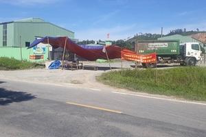 Hà Tĩnh: Nhà máy xử lý rác gây ô nhiễm, dân dựng rạp chặn cổng để phản đối