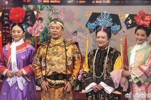 Gia đình 'Hoàn Châu cách cách' ôm nhau khóc khi hội ngộ sau 20 năm