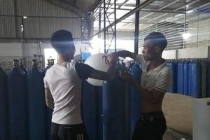 """Hà Nội: Nghi vấn công ty khí công nghiệp """"núp bóng"""" kinh doanh """"khí cười""""?"""
