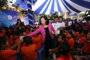 Vinamilk đem niềm vui ngày tết trung thu cho trẻ em tỉnh Vĩnh Phúc