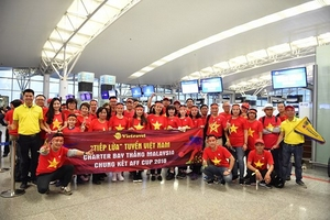 Hàng nghìn CĐV khắp cả nước lên đường sang Malaysia cổ vũ ĐT Việt Nam