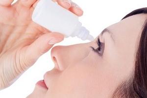Cảnh báo về tình trạng dùng thuốc nhỏ mắt không theo chỉ định
