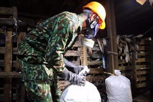 Vận chuyển 54,3 tấn phế thải tại Công ty Rạng Đông đi xử lý