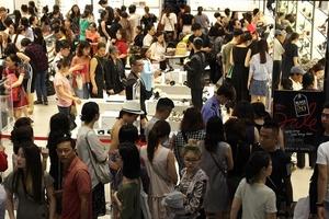 Chặn cửa 'đuổi khách' ngày Black Friday vì quá đông tại Sài Gòn