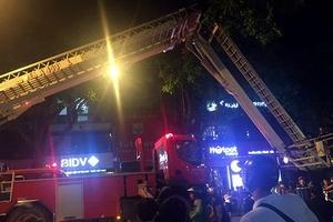 Cháy nhà trên phố Trần Hưng Đạo, 1 cảnh sát PCCC bị thương nhẹ