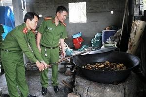 Hà Tĩnh: Thu giữ hơn 1 tấn dầu mỡ bẩn động vật