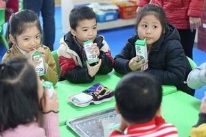 Biết bao sự chung tay để có ly sữa học đường an toàn, hiệu quả cho trẻ em thủ đô