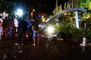 Xe ô tô lao vào quán cà phê, 2 nữ sinh tử vong tại chỗ