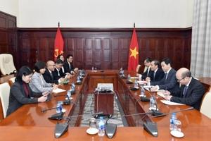 Phó Thống đốc NHNN Đoàn Thái Sơn tiếp Phó Chủ tịch Ngân hàng Đại chúng TNHH Kasikornbank