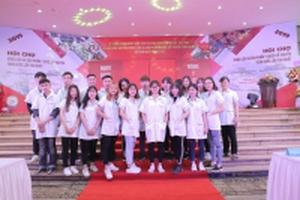 Sinh viên trường Cao đẳng Công nghệ Y Dược Việt Nam dự lễ tưởng niệm ngày viên tịch của đại danh y thiền sư Tuệ Tĩnh
