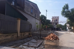 Nhà xây lấn đường ở thị xã Hồng Lĩnh: Yêu cầu dừng thi công