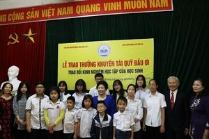 Chi hội khuyến học 7 phường Trung Liệt trao thưởng Khuyến tài Quỹ Bầu Ơi