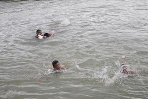 Rủ nhau tắm ao, hai bé trai bị đuối nước tử vong