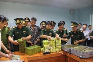 Hà Tĩnh: Bắt 3 đối tượng người Lào vận chuyển 52 bánh heroin vào Việt Nam