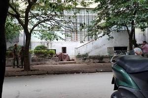 Bé trai 5 tuổi rơi từ tầng 7 chung cư Hà Nội xuống đất