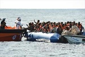 Đắm tàu ngoài khơi, 82 người mất tích