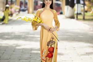 Hoa hậu Tiểu Vy khoe nét xuân thì tuổi 18