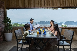 """Nhà hàng hải sản Hương Biển: """"Nét chấm phá"""" độc đáo của hệ thống FLC Hotels & Resorts"""